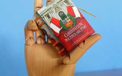 Constitution_of_Peru_minature_book-2